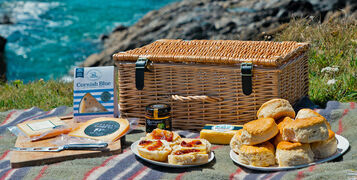 CHEESE-LOVERS-PICNIC