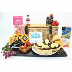 Strawberry Cream Tea & Liqueur Hamper
