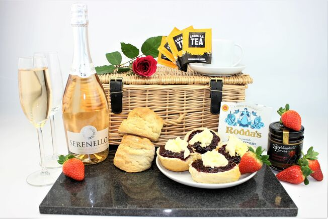 Gluten Free Cream Tea & Prosecco Hamper