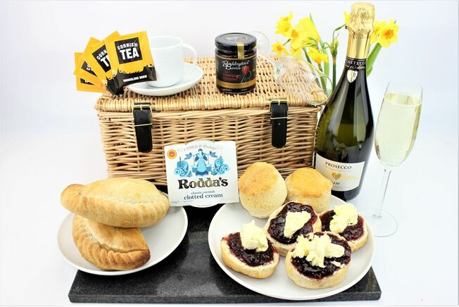 'A Taste Of Cornwall' With Prosecco Hamper