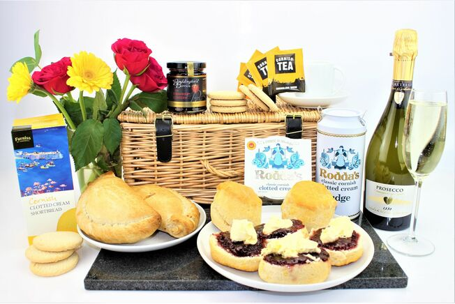 'The Ultimate Taste Of Cornwall' With Prosecco Hamper